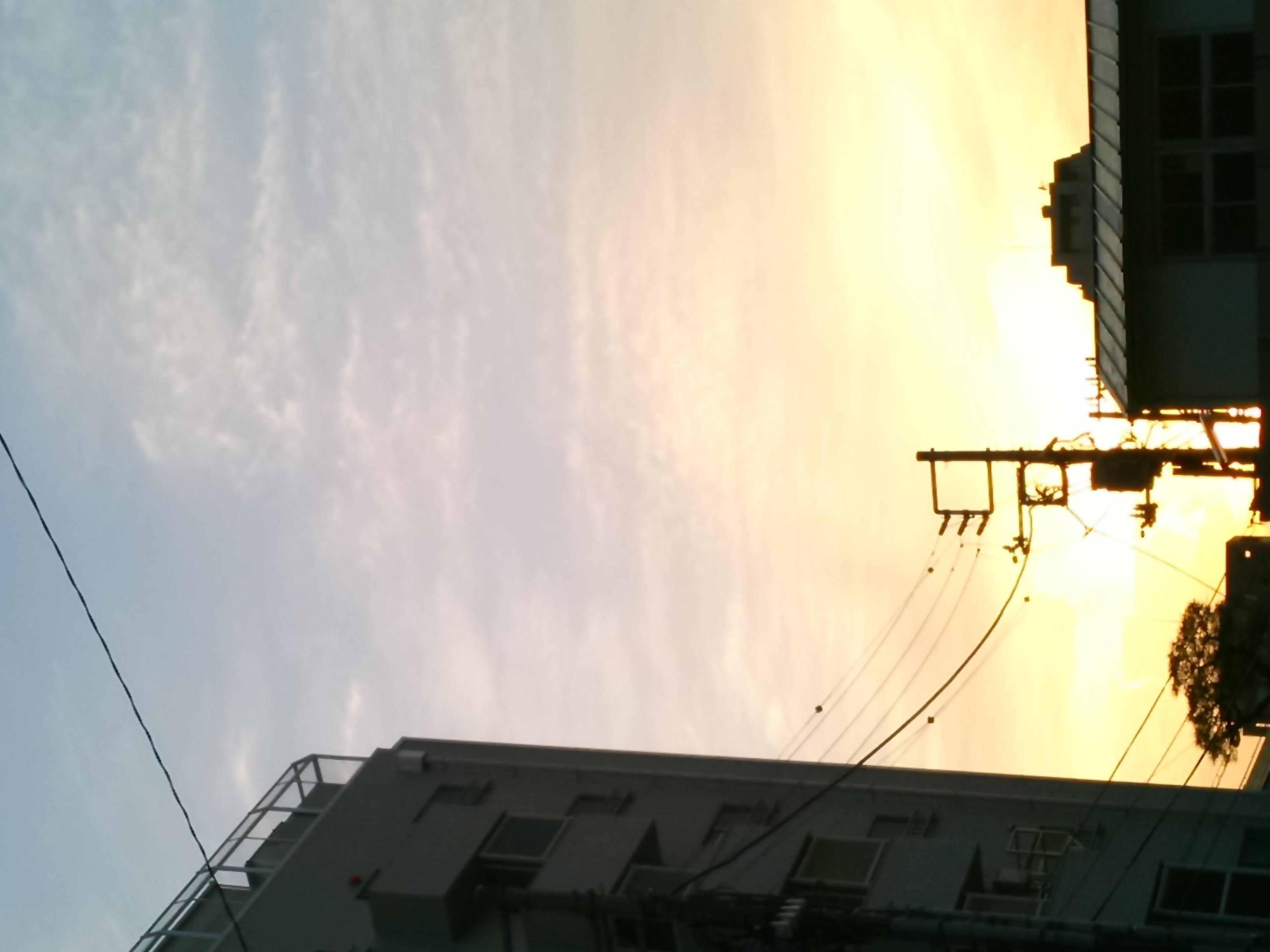 昨日の夕方、空を見上げたら・・・地震雲? | i035@OKUTA |リフォーム ...