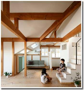 ご両親から贈られた子供部屋へと通じる階段
