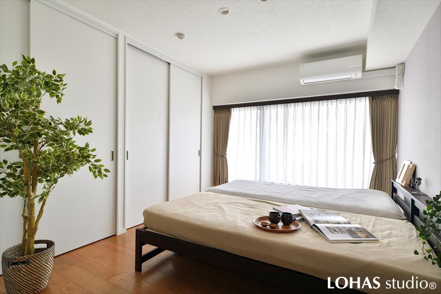 ホテルのような清潔感にあふれた寝室の様子