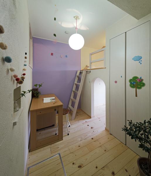 愛着あるシンボルカラーの子供部屋