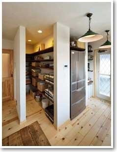 キッチン側から見たパントリーの様子