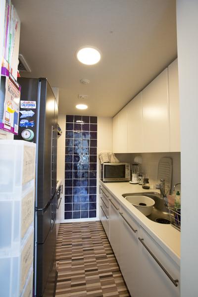 床と壁を替えてイメージの変わったキッチン