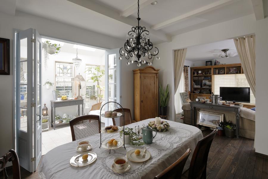 自然素材とお気に入りのアンティークを取り入れたフレンチスタイルの家(一戸建て)