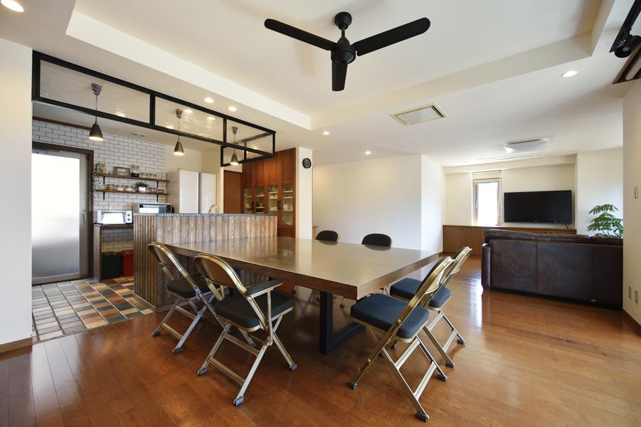 カフェ風キッチンとオーダーメイド家具。オリジナリティ満載のオシャレLDK(一戸建て)