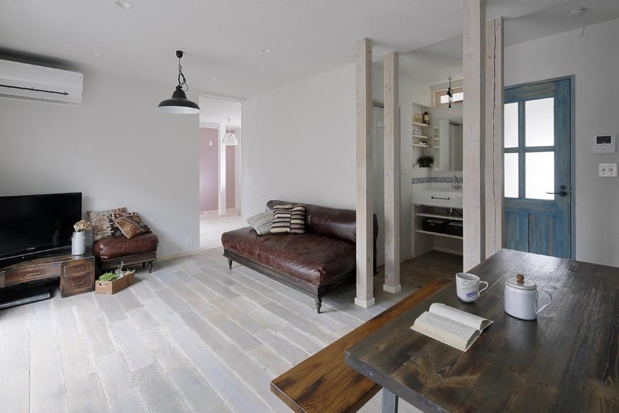 明るく爽やかなLDK完全分離型二世帯住宅を魅力的なカリフォルニアスタイルで(一戸建て)