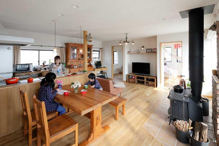 家事がラクになるダブル玄関 憧れの薪ストーブの住まい(一戸建て)