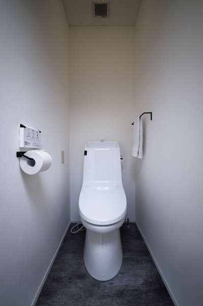 ストイックなシンプルさ トイレの様子