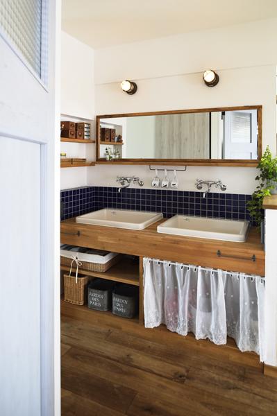 幅広サイズ・Wボウルの洗面台を持つ洗面室の様子