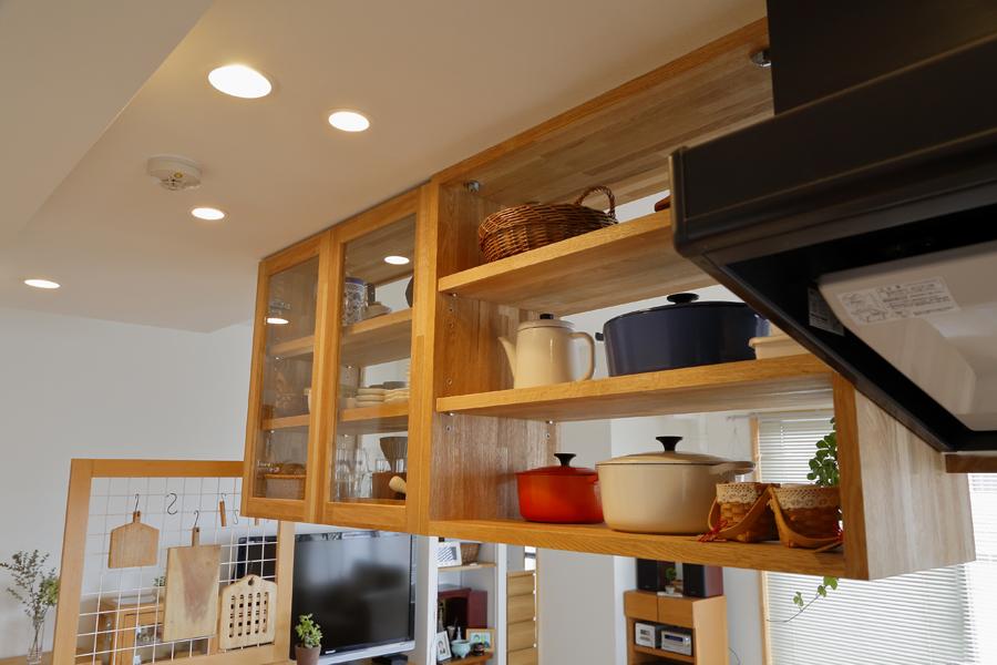 キッチン吊戸棚の様子