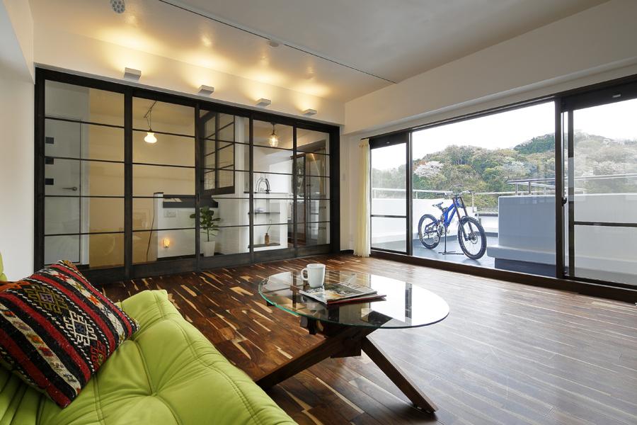 憧れの街 鎌倉で暮らすリノベーション -叶えた絶景リビング-(マンション)
