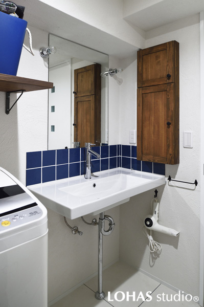 清涼感ある洗面室の様子