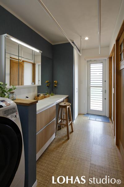 動線を考え抜いて家事ラクを可能にした洗面室の様子