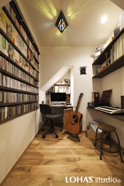 ジャストサイズが魅力的な書斎の様子