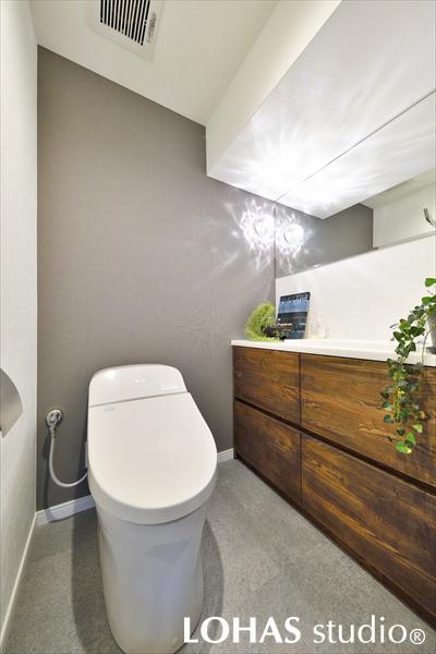 造作洗面台を施工したトイレの様子