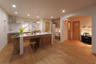 空間の広がりで家族の笑顔!キッチンが我が家の中心(一戸建て)