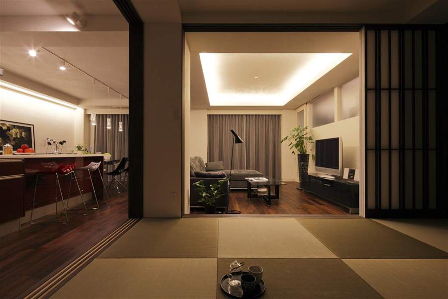 「多彩な光と暮らす Urban Home Resort」(一戸建て)