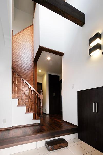光があふれる玄関ホール。