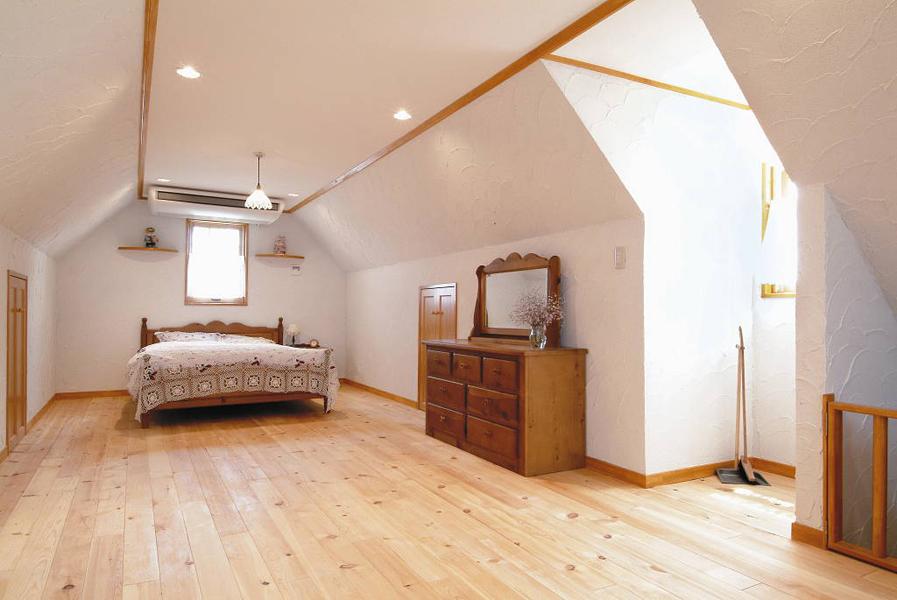 自然素材とフレンチカントリースタイルの屋根裏(一戸建て)