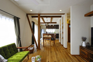 形も素材も優しい自然体の家(一戸建て)
