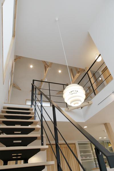 階段と吹き抜けの様子