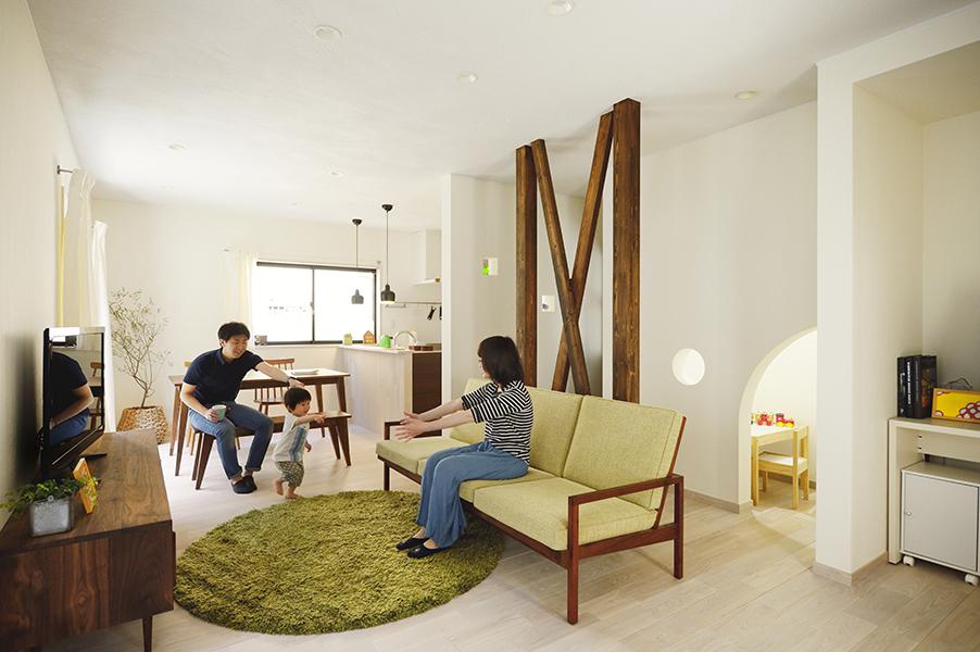 デッドスペースを活かす!開放的なLDKで家族の時間を楽しむ家(一戸建て)