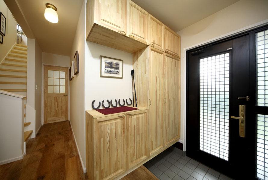 無垢材で作ったオリジナルの玄関収納