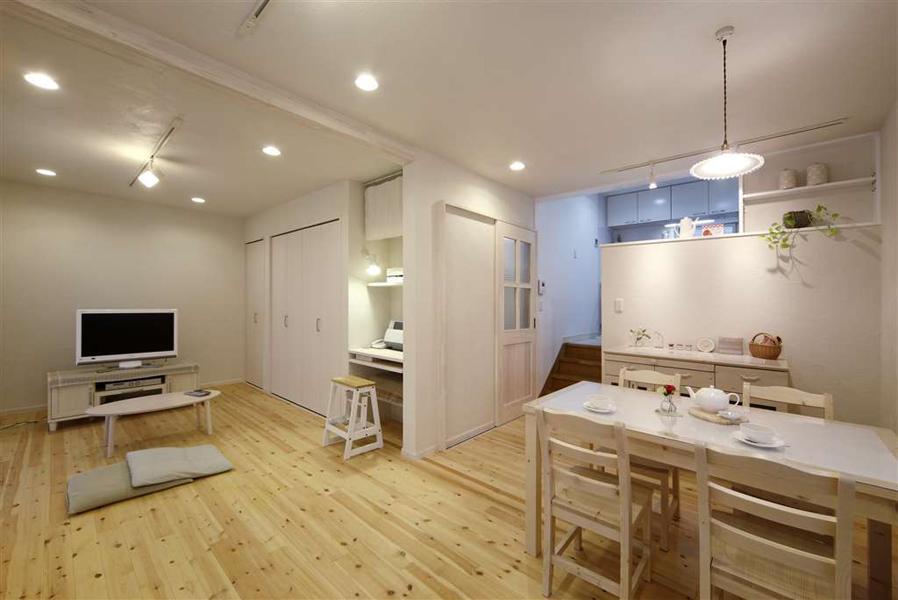 シンプルにすっきり暮らす―片付けやすいリビングルーム―(一戸建て)