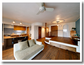 施工事例 和室やキッチンの間仕切りをなくして、広々LDKに。回遊動線や曲線デザインにも注目!